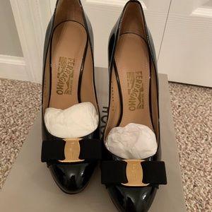 New Auth Ferragamo vera black patent heels 7.5B
